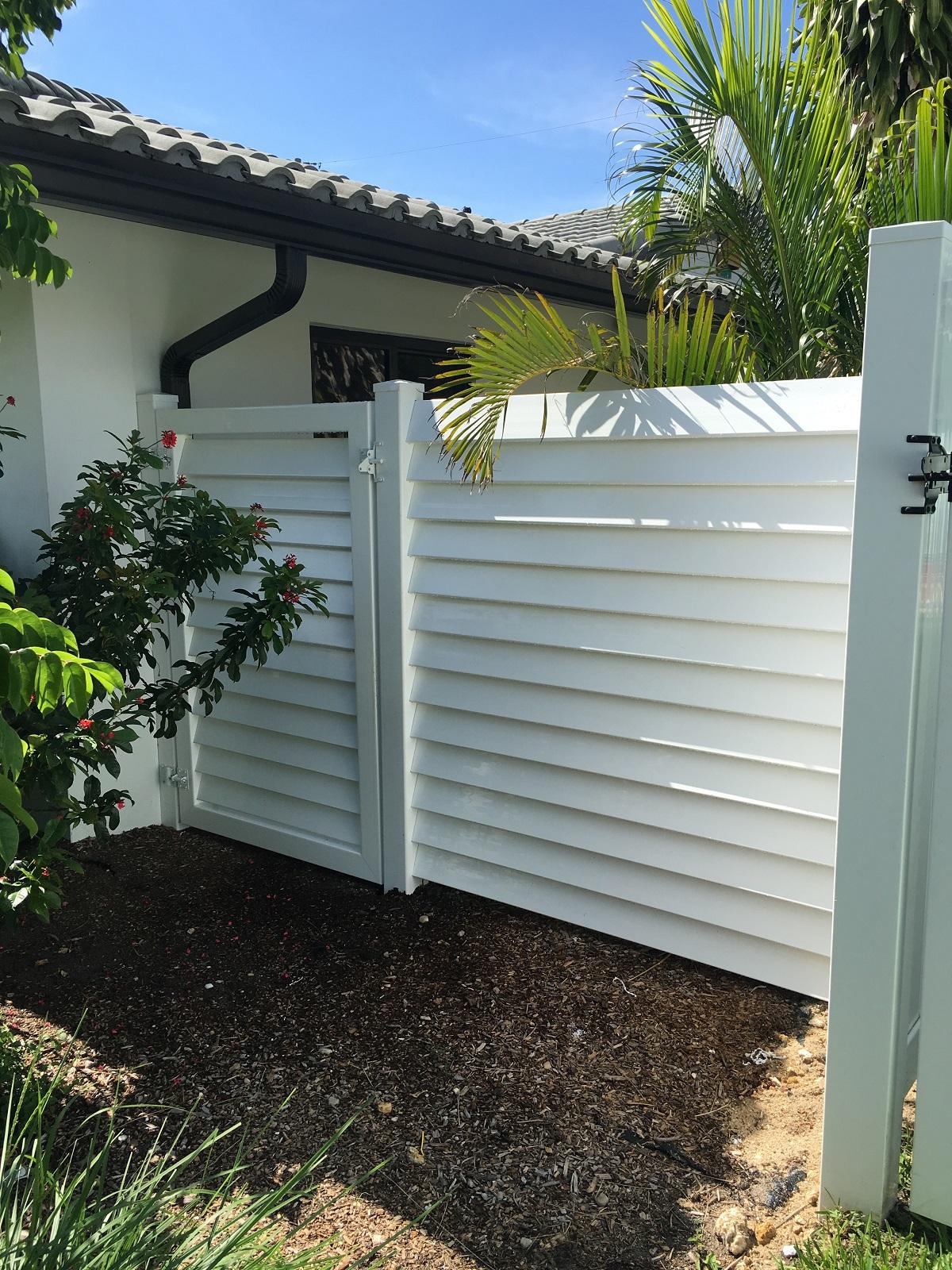 vinyl fencing plantation