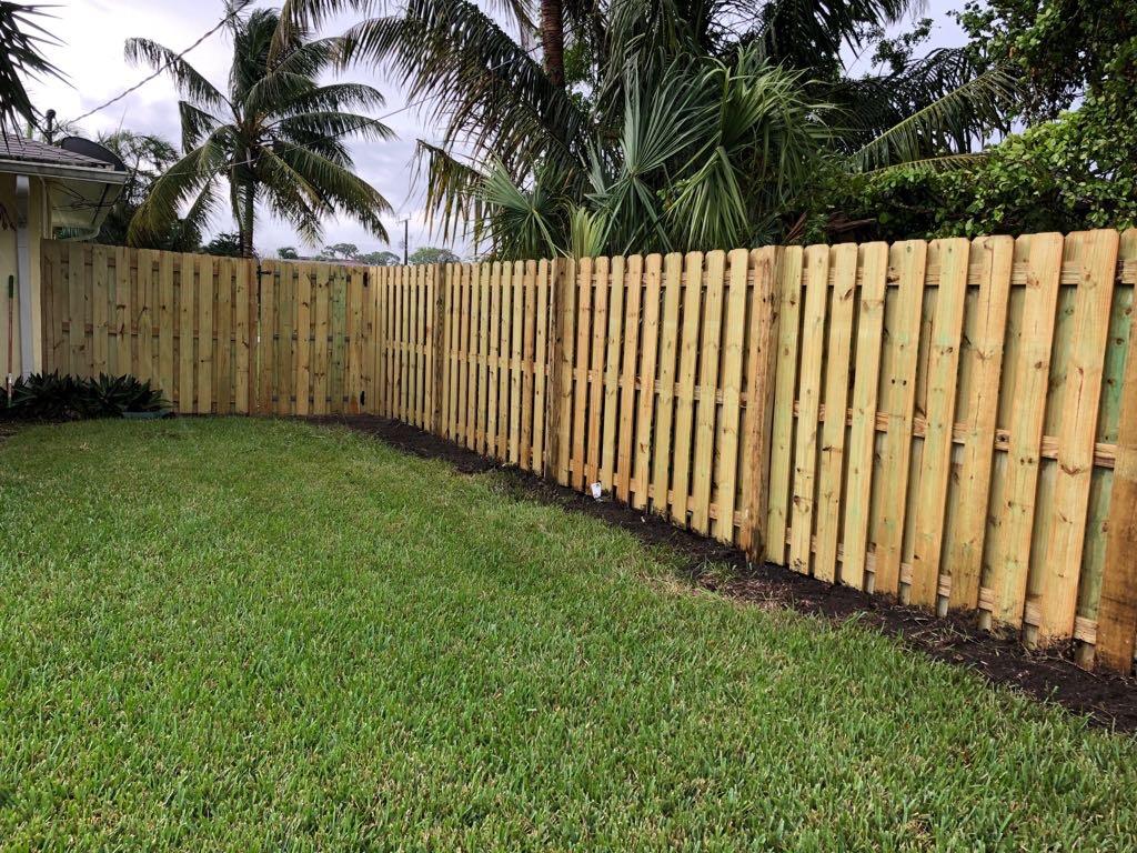wooden fence installation plantation
